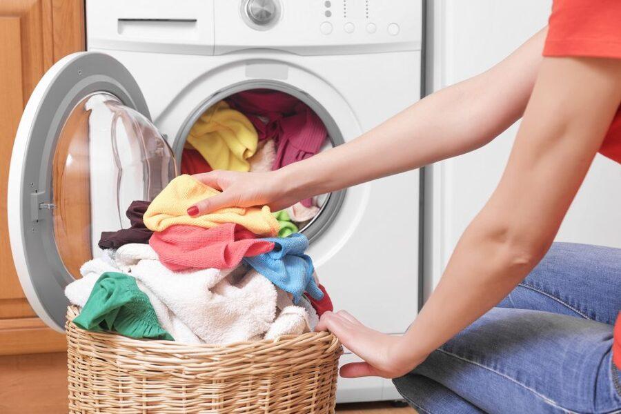 To je najpogostejša napaka pri pranju perila, ki jo najbrž počnete tudi vi