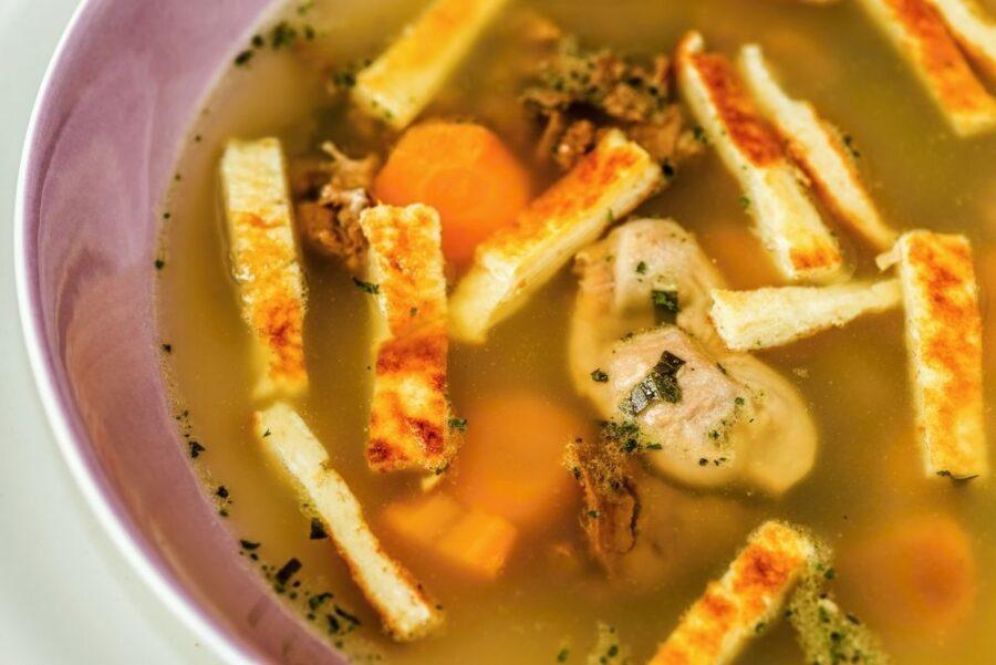 Trik s katerimi bodo jušni fritati še okusnejši