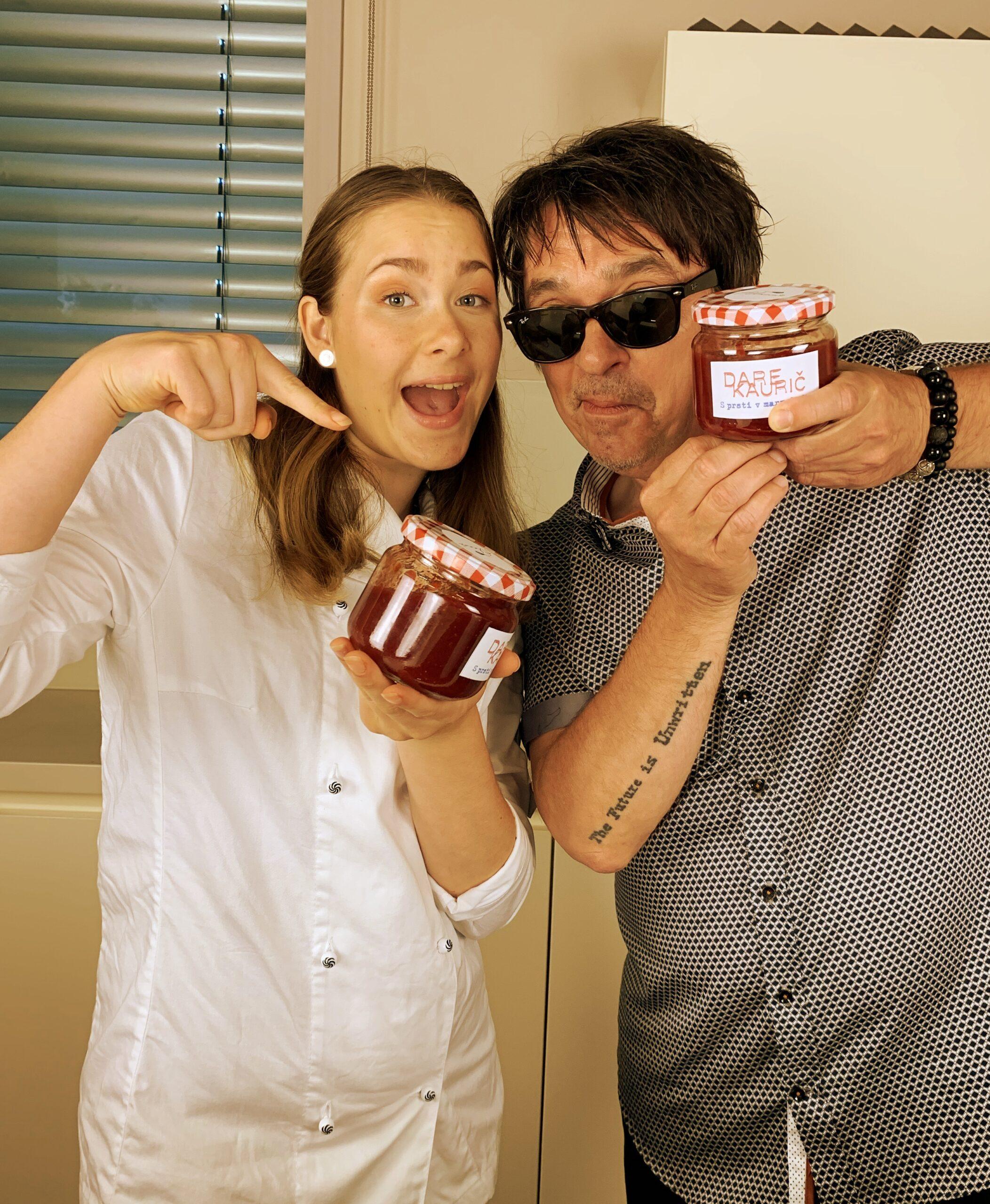 Dare in Alana s prsti v marmeladi – foto Domen Nahtigal